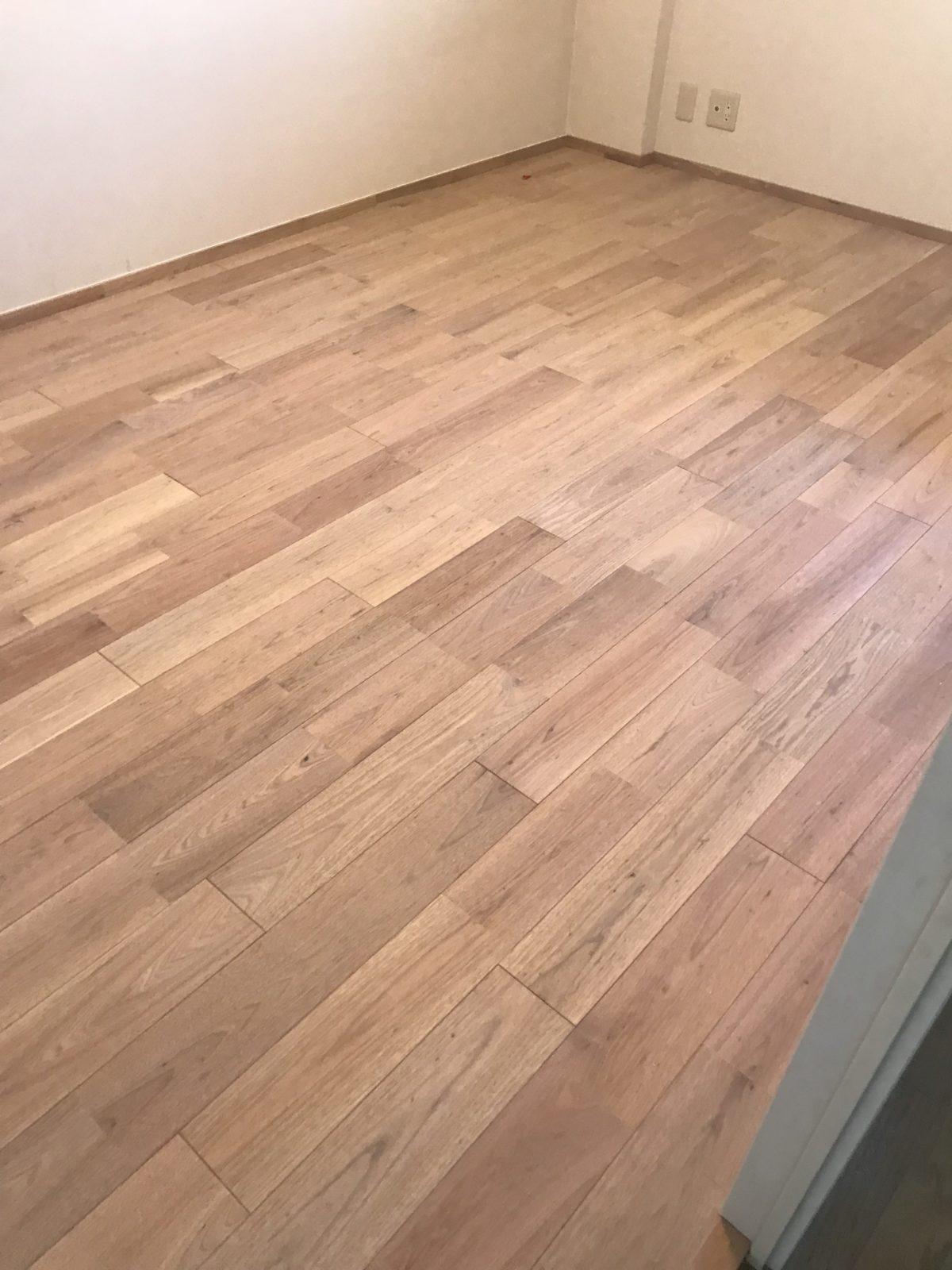完成。床が無垢フローリングになりました。